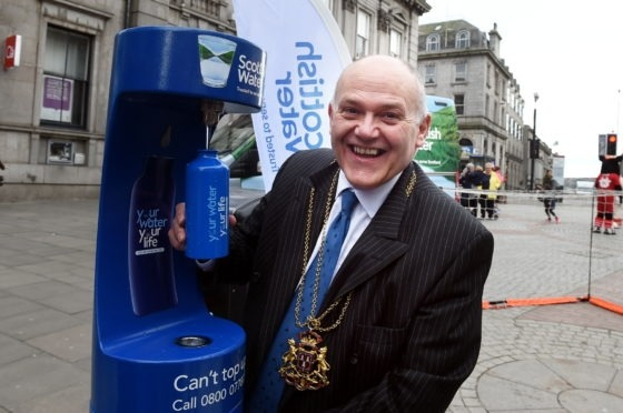 Lord Provost Barney Crockett tries out the new blue drinking water bottle